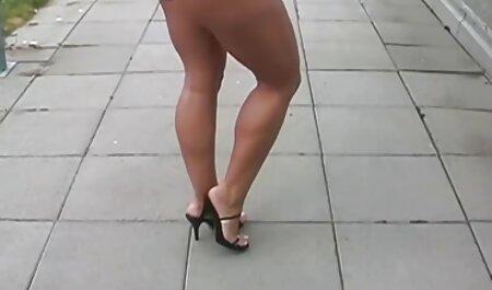 یک کودک خردسال ادرار راست بر روی پیاده دانلود رایگان فیلم سکسی تارزان روی