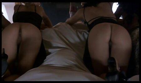 با موهای قرمز با dildo بزرگ در سایت دانلود فیلم سکسی رایگان بیدمشک او