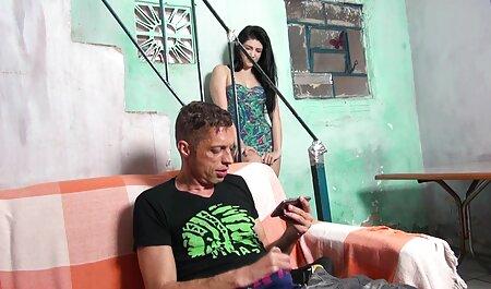 دوربین مخفی فیلم برداری سکس سازمان دیده توسط یک جوجه شسته شده با بیدمشک مودار